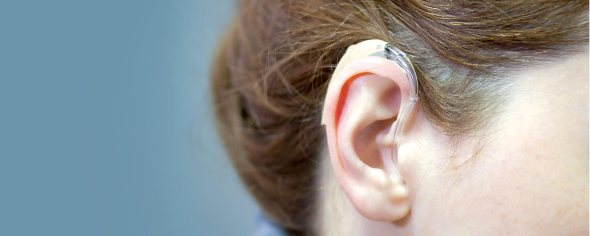 Porter un appareil auditif